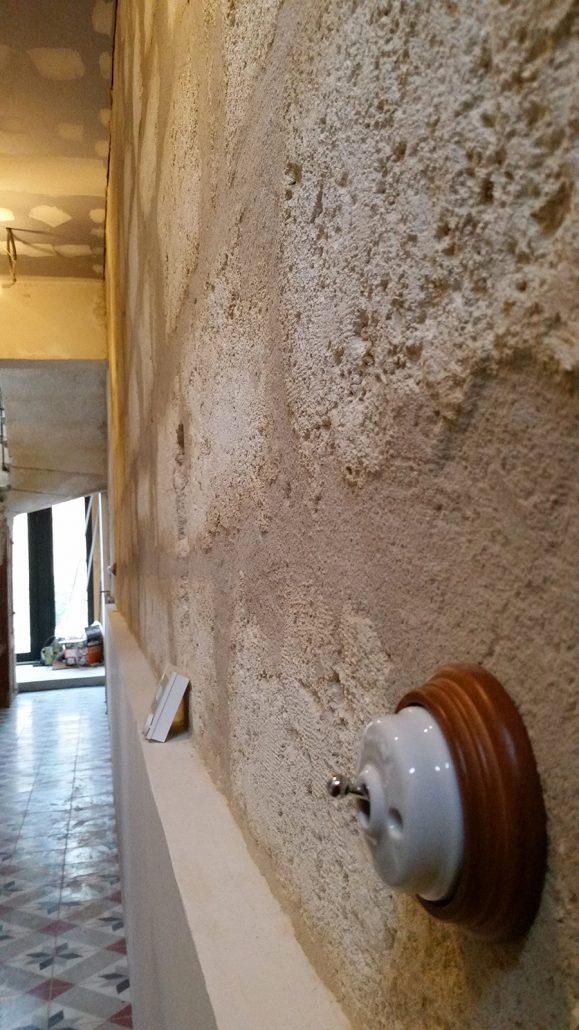Ravalement-interieur-mur-en-pierre-Bordeaux