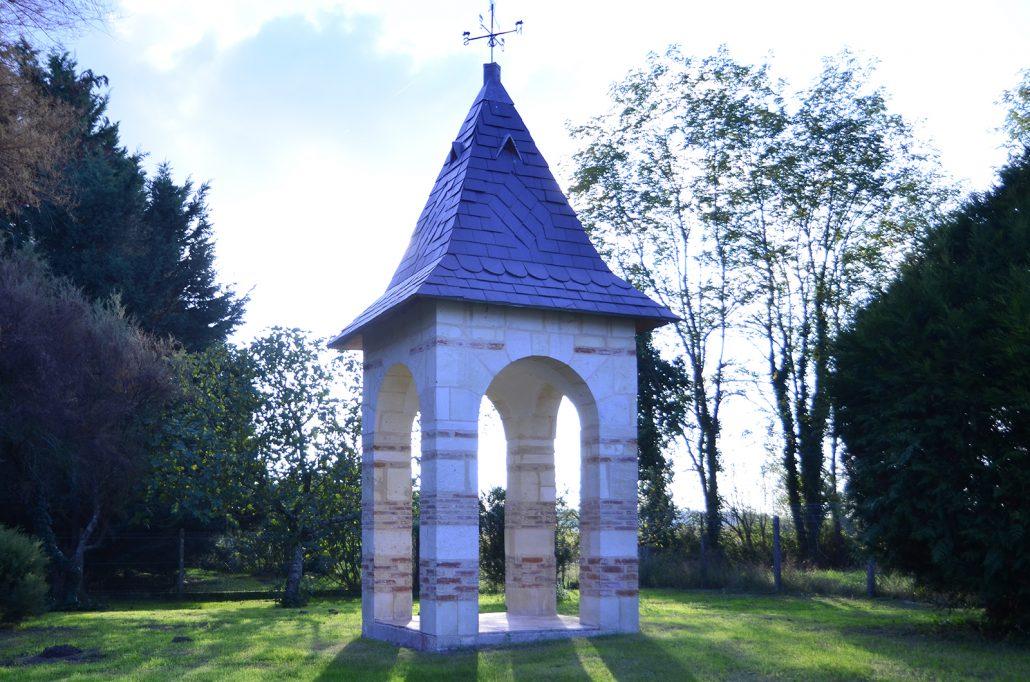 Construction-en-pierre,-Kiosque,-pierres-et-briques,-Jau-Dignac-Loirac