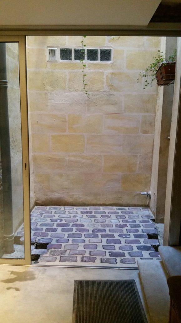 Renovation-cour-interieur-Peinture-a-la-chaux-trompe-loeil-Bordeaux