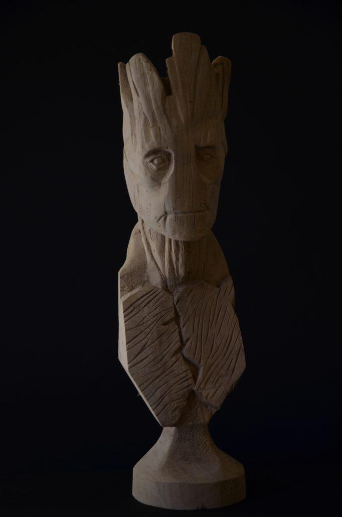 Sculpture-en-bois-personnage-film