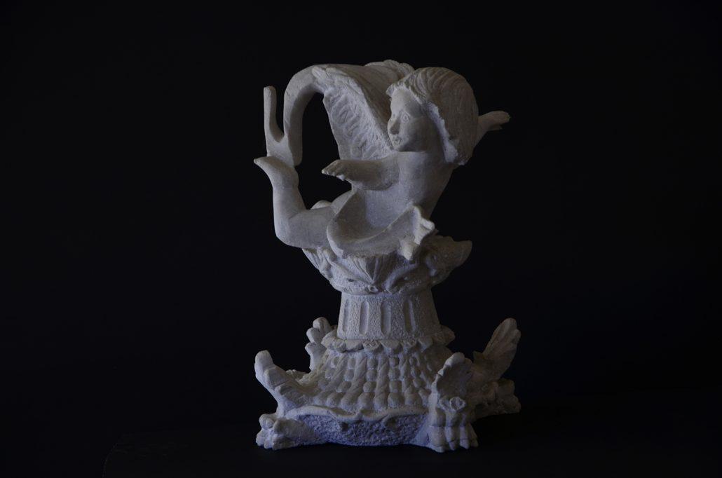Sculpture-en-pierre-ange