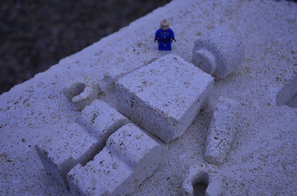 Sculpture-en-pierre-reproduction-jouet-33
