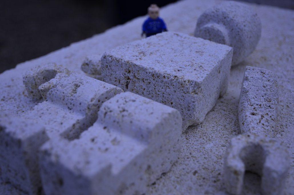 Sculpture-en-pierre-reproduction-jouet-Bordeaux