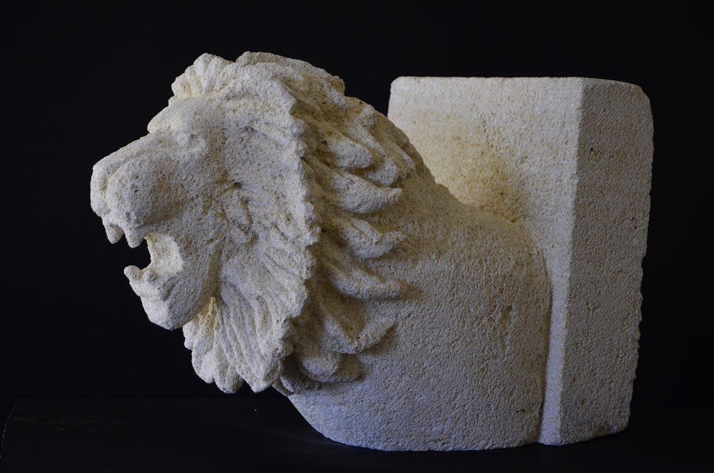 Sculpture-en-pierre-tete-de-lion