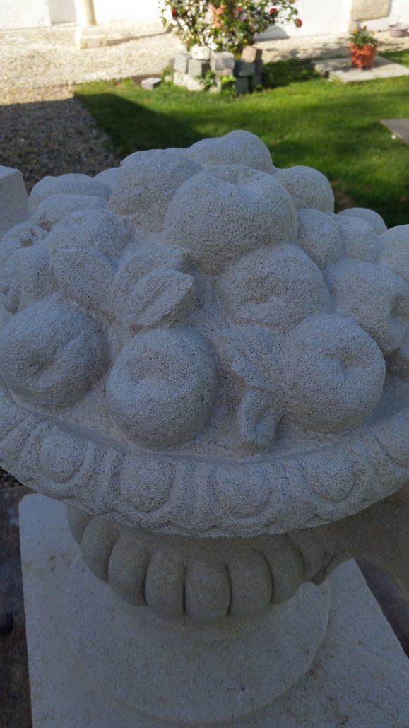 Sculpture-vase-en-pierre