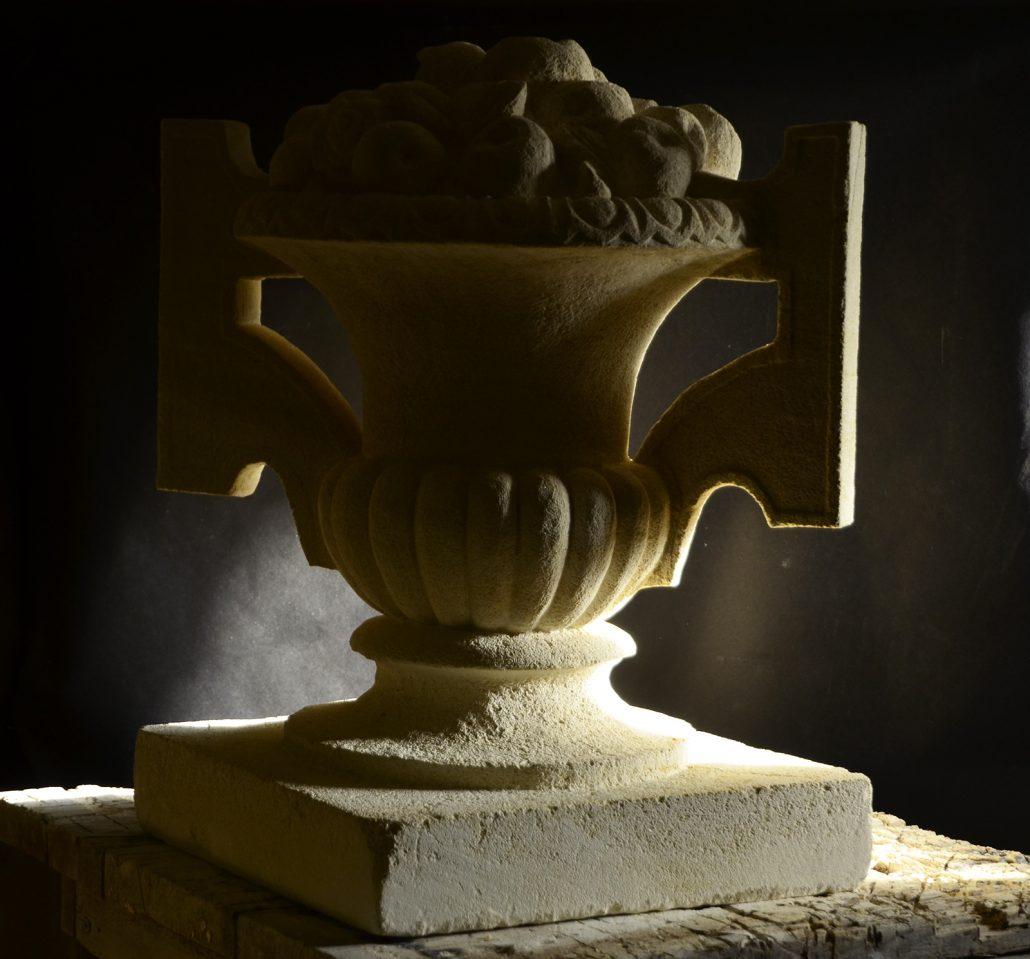 Taille-de-pierre-Sculpture-vase-en-pierre