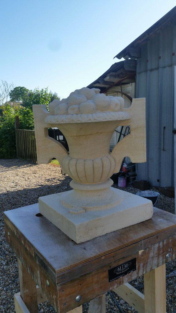 Vase-en-pierre-et-sculpture